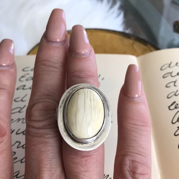 hellmut cordes Jewelry - Sterling silver ivory oval statement ring sz 6